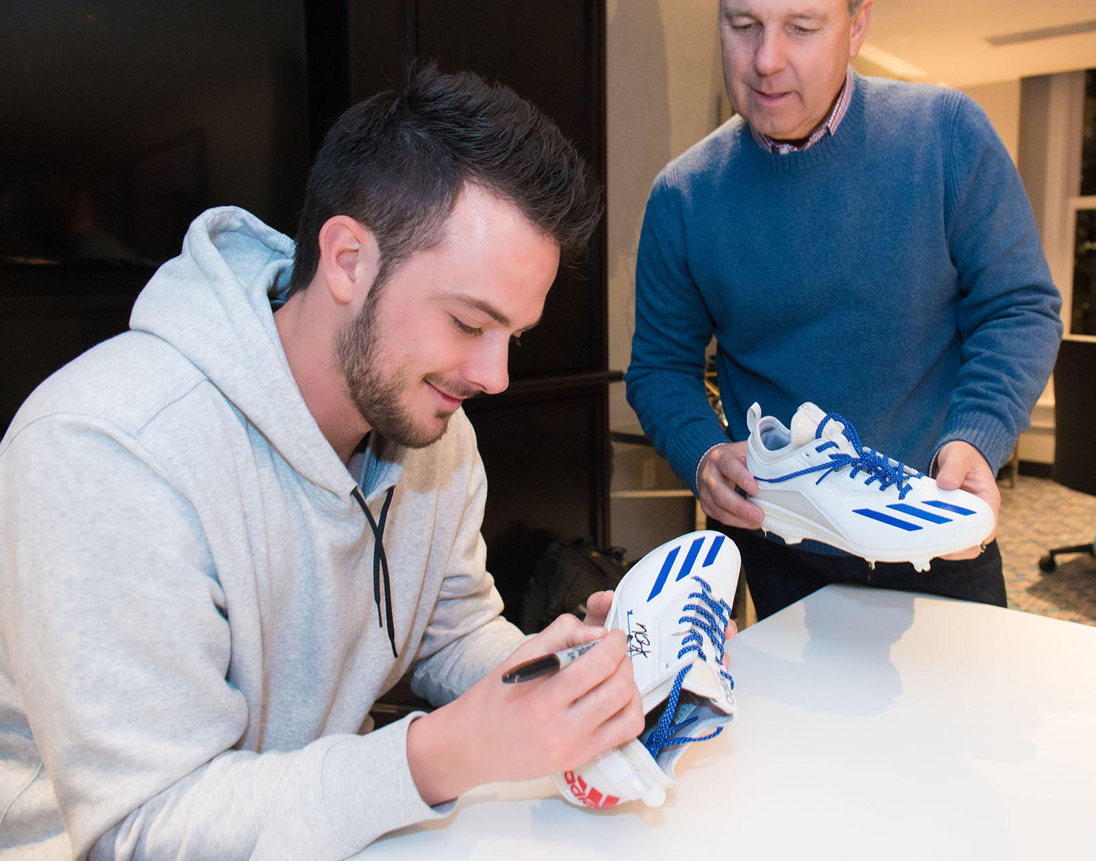 kris bryant extends his deal with adidas