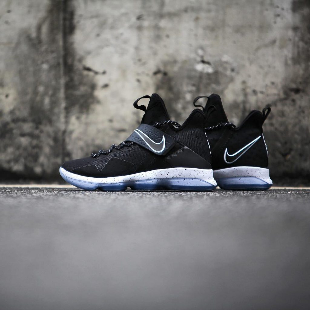 Lebron 14 - Black ice - Side View