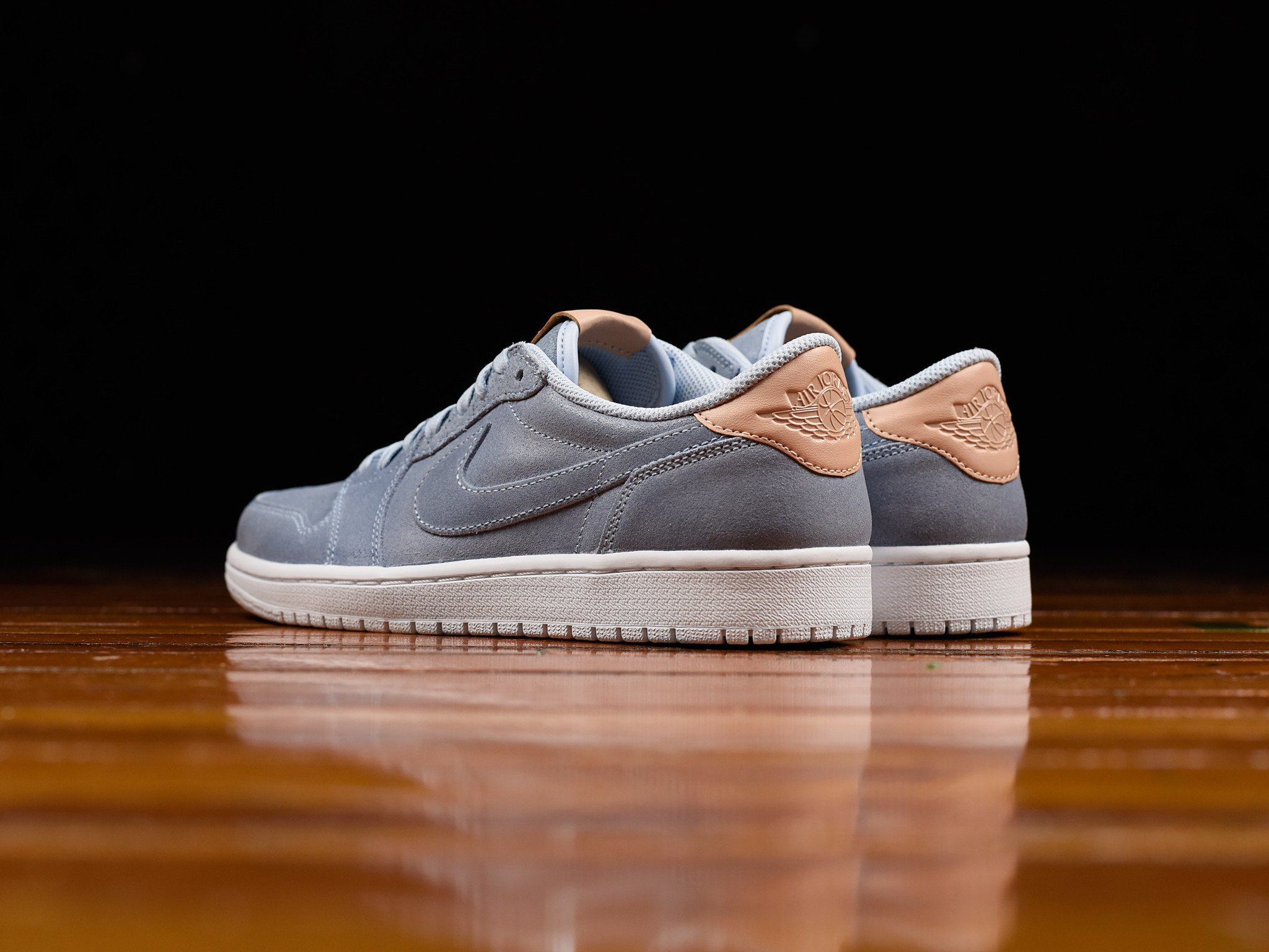 Air Jordan 1 Retro low Grey Suede Side