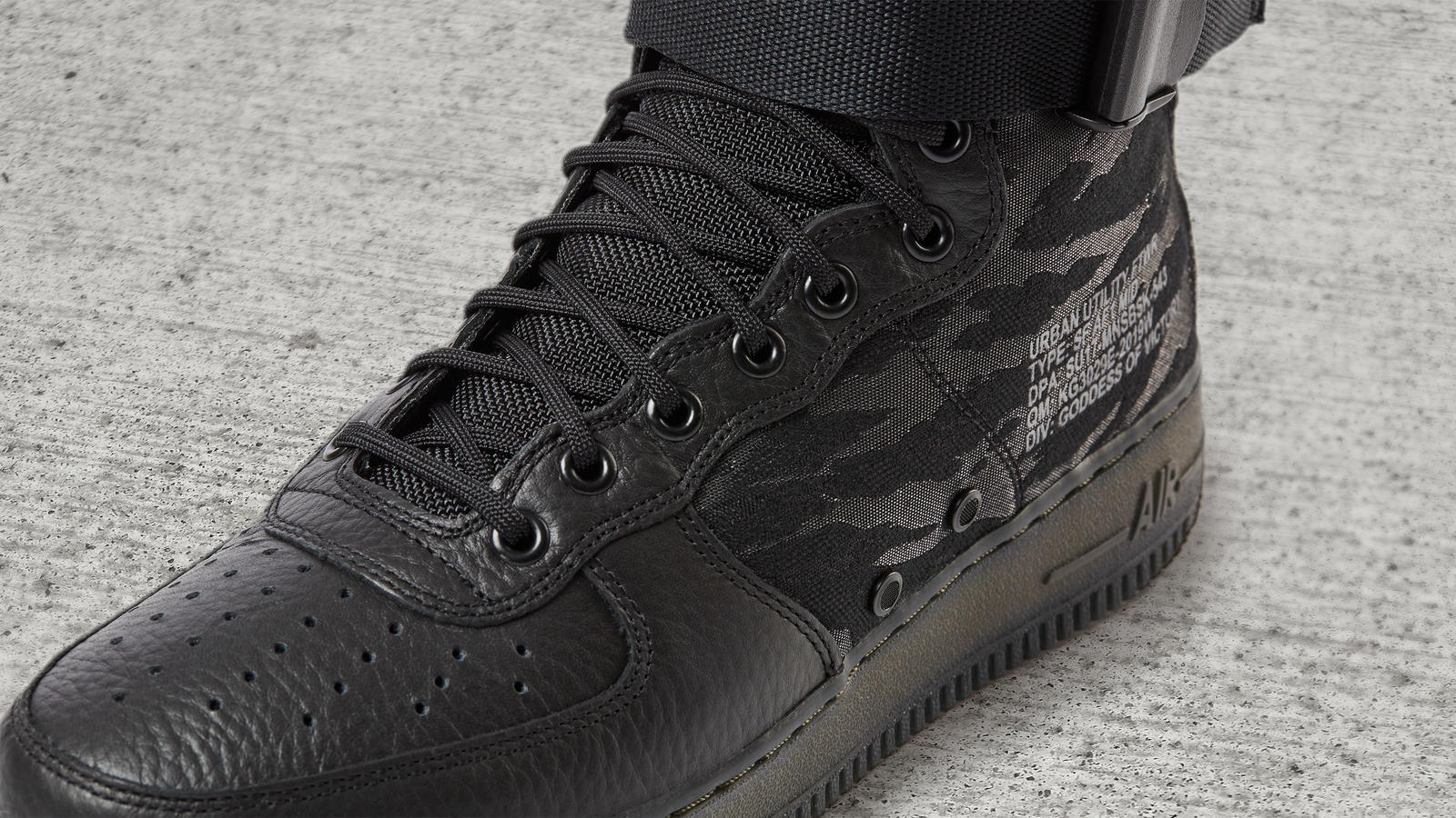 NIKE SPECIAL FIELD AIR FORCE 1 MID ANgle