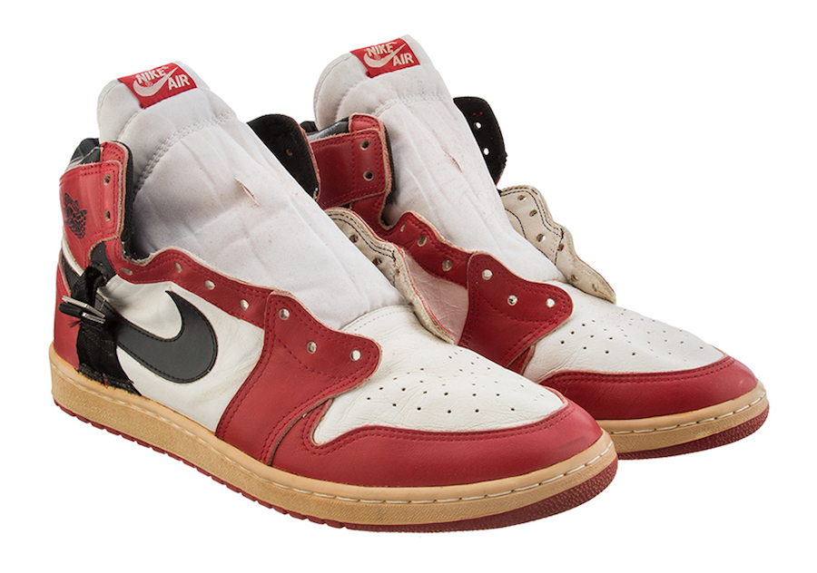 An Air Jordan 1 from 1986 With Modified Ankle Support is Up For Auction-4