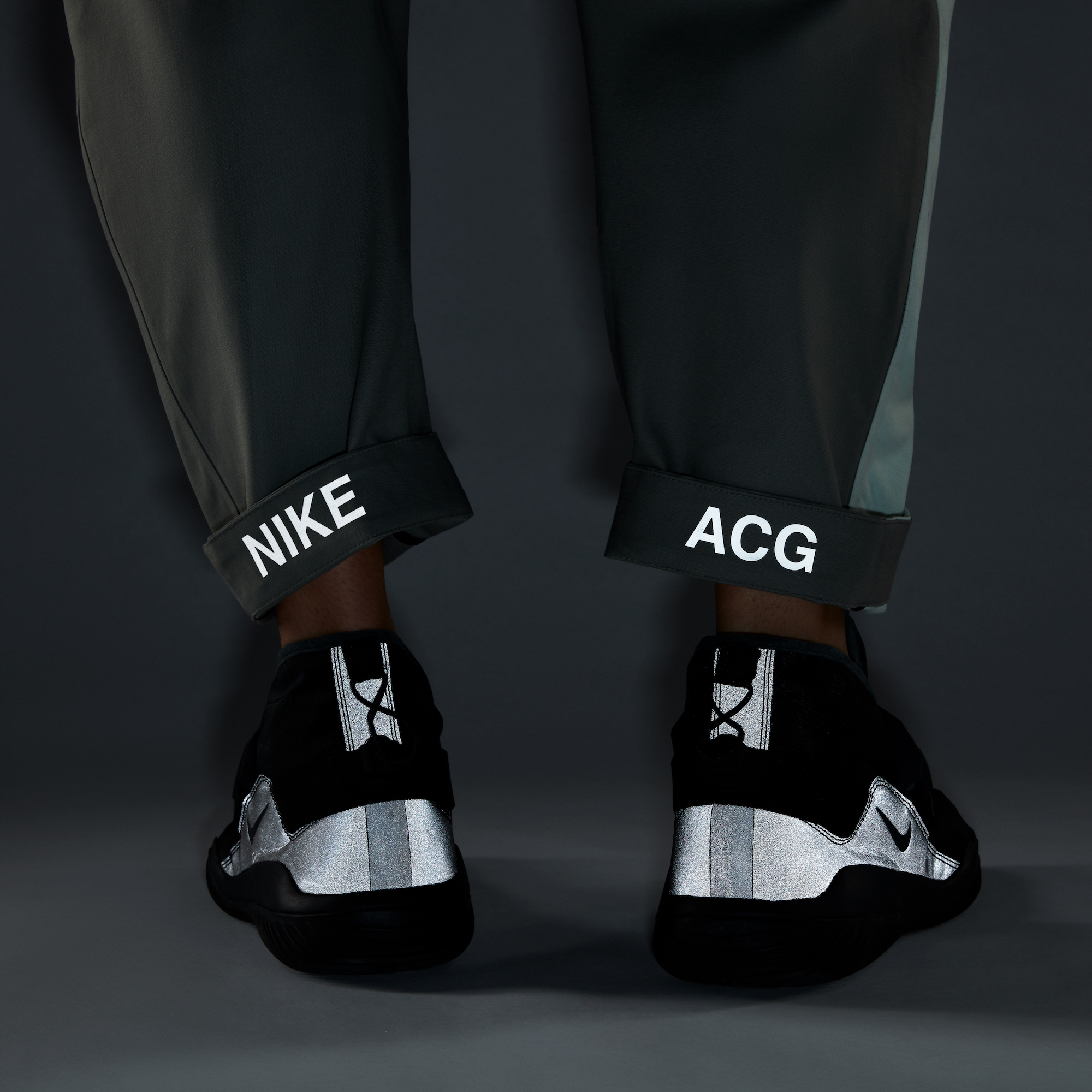 "Match the ""NIKE"" reflective to ""ACG"". enhance the reflective on shoes.5hh"