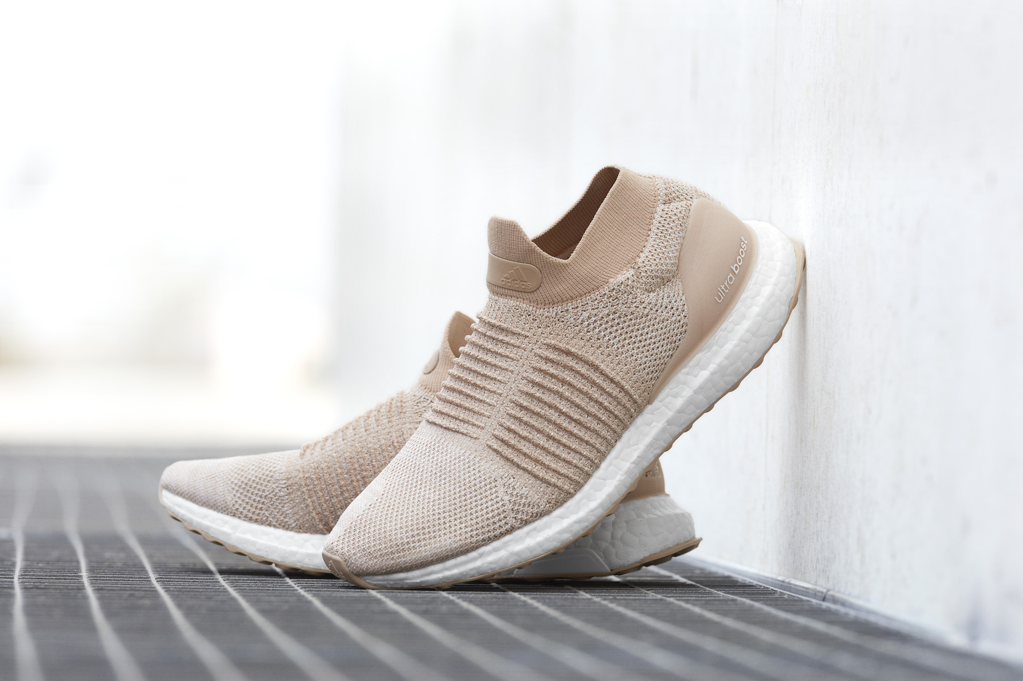 laceless ultra boosts