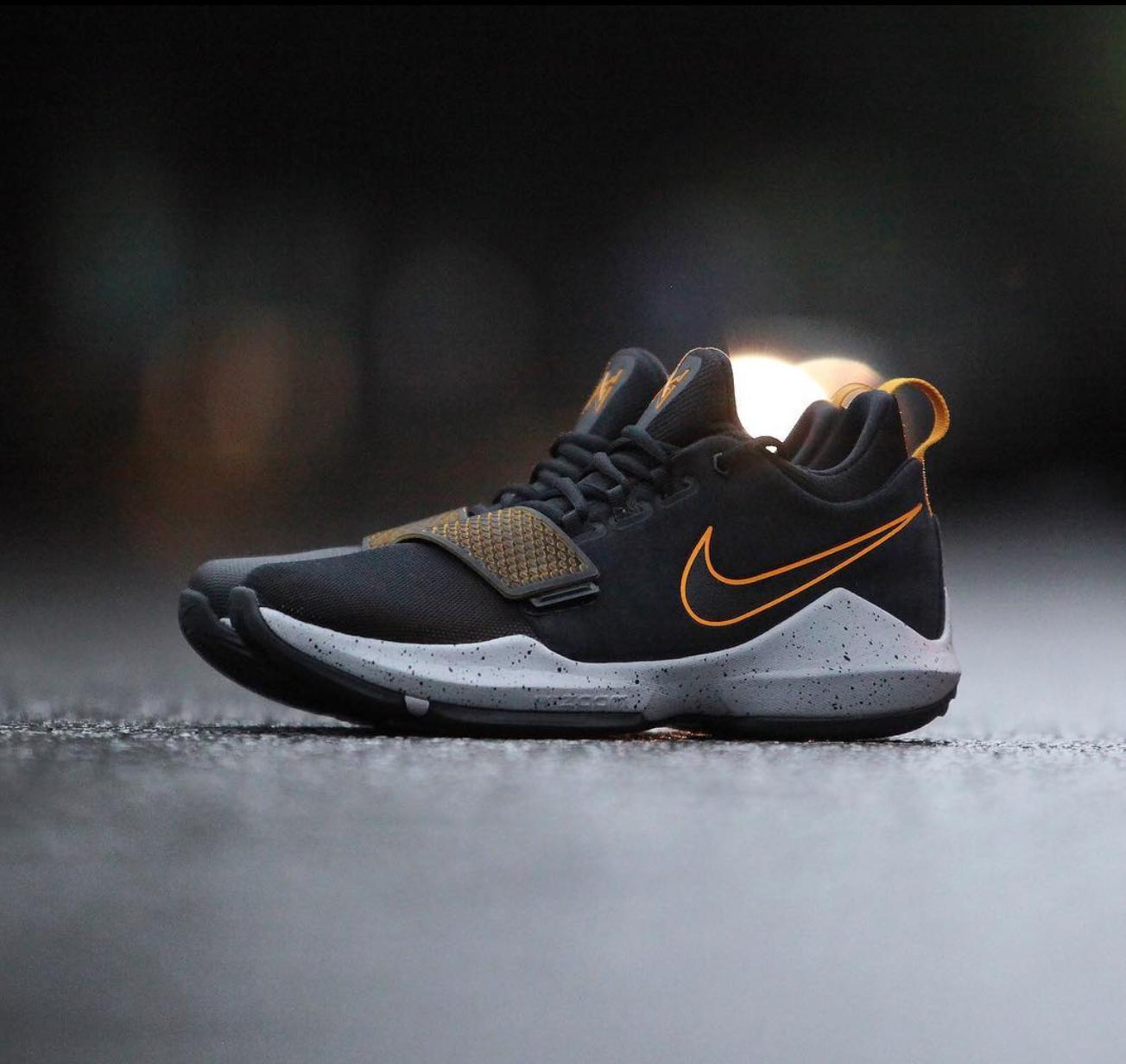Nike PG 1 in Black/University Gold