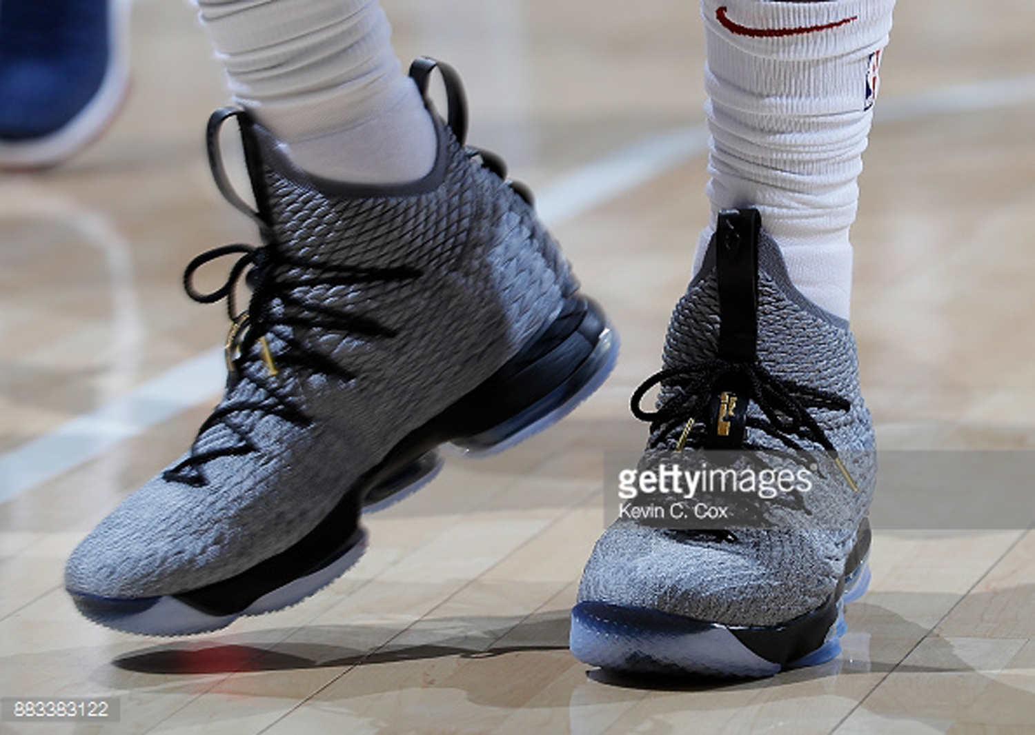the best attitude d6942 f2b51 Nike Adds Lateral Stability to LeBron James' LeBron 15 PE ...