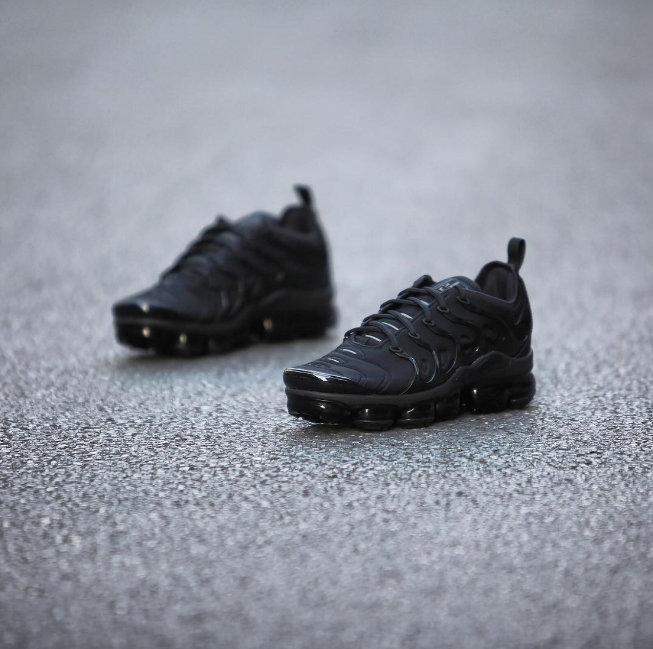 buy popular cdf27 6d833 nike air vapormax plus triple black 1 - WearTesters