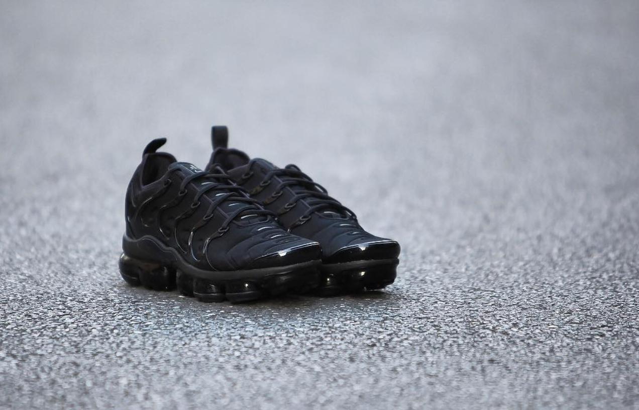 pretty nice 0d9b9 1d45a nike air vapormax plus triple black 17 - WearTesters