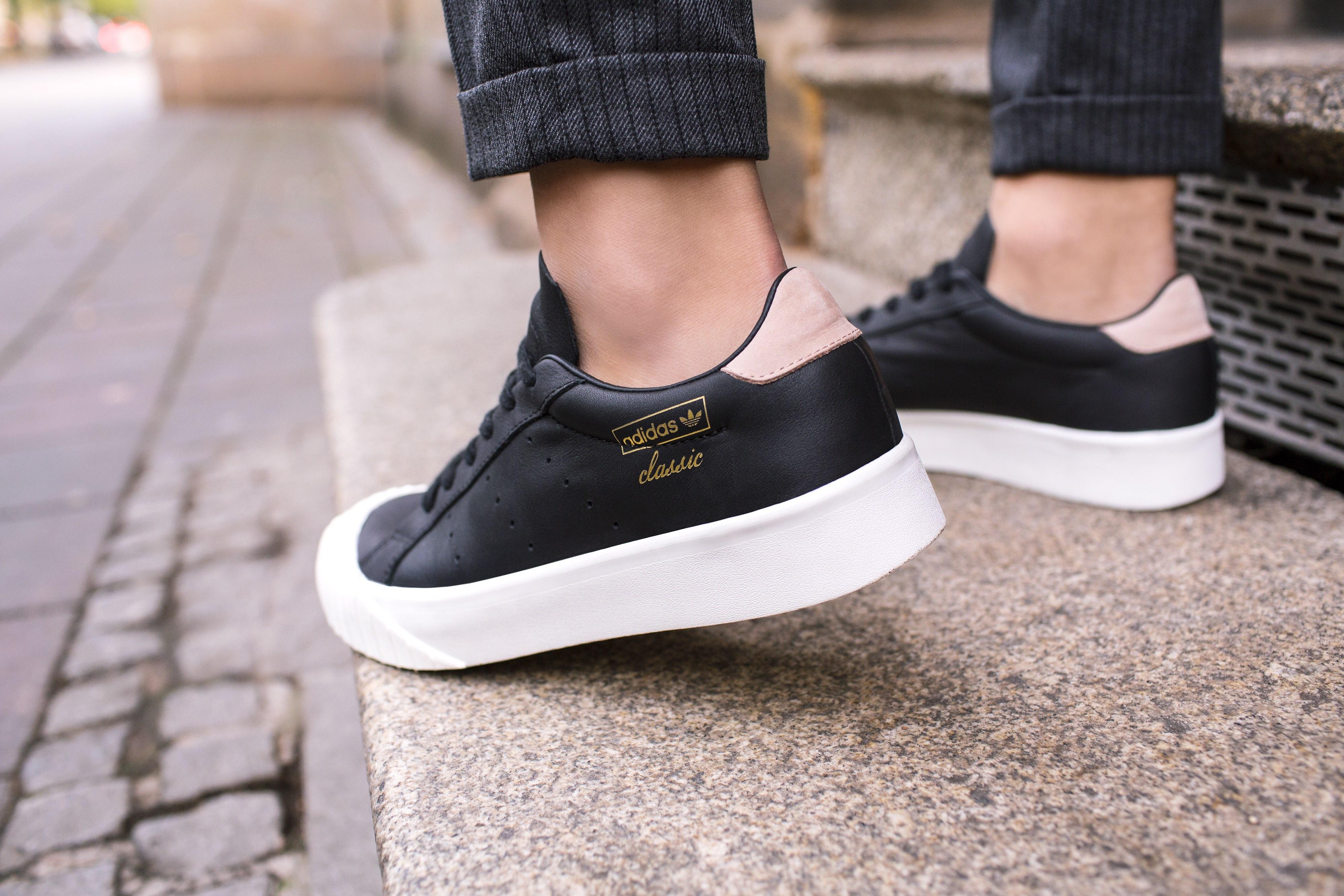 adidas Originals Everyn Black 3