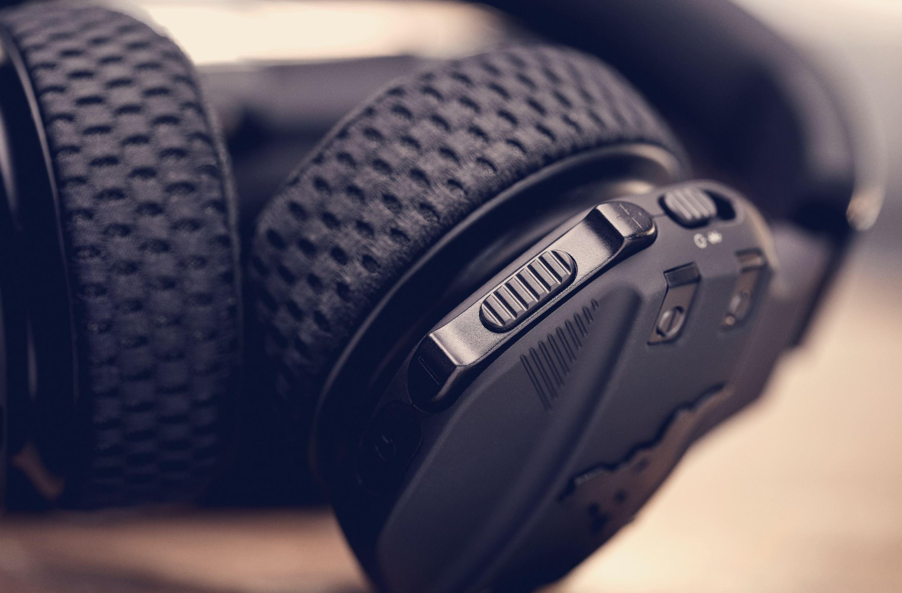 JBL UA Sport Wireless cuptrain Headphones project rock dwayne johnson button