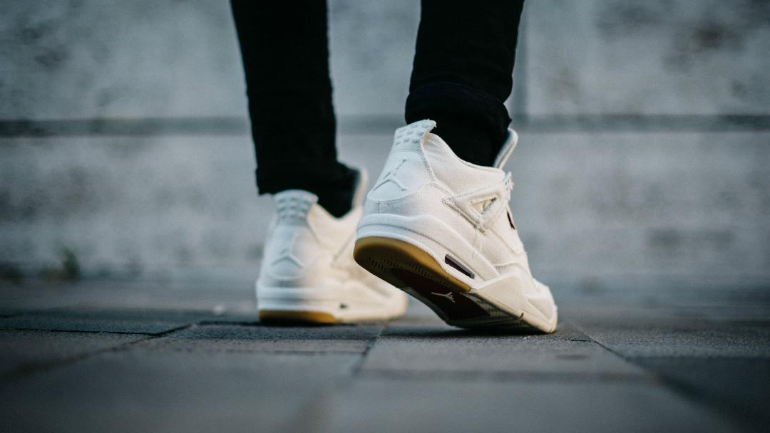 air jordan 4 levis on foot