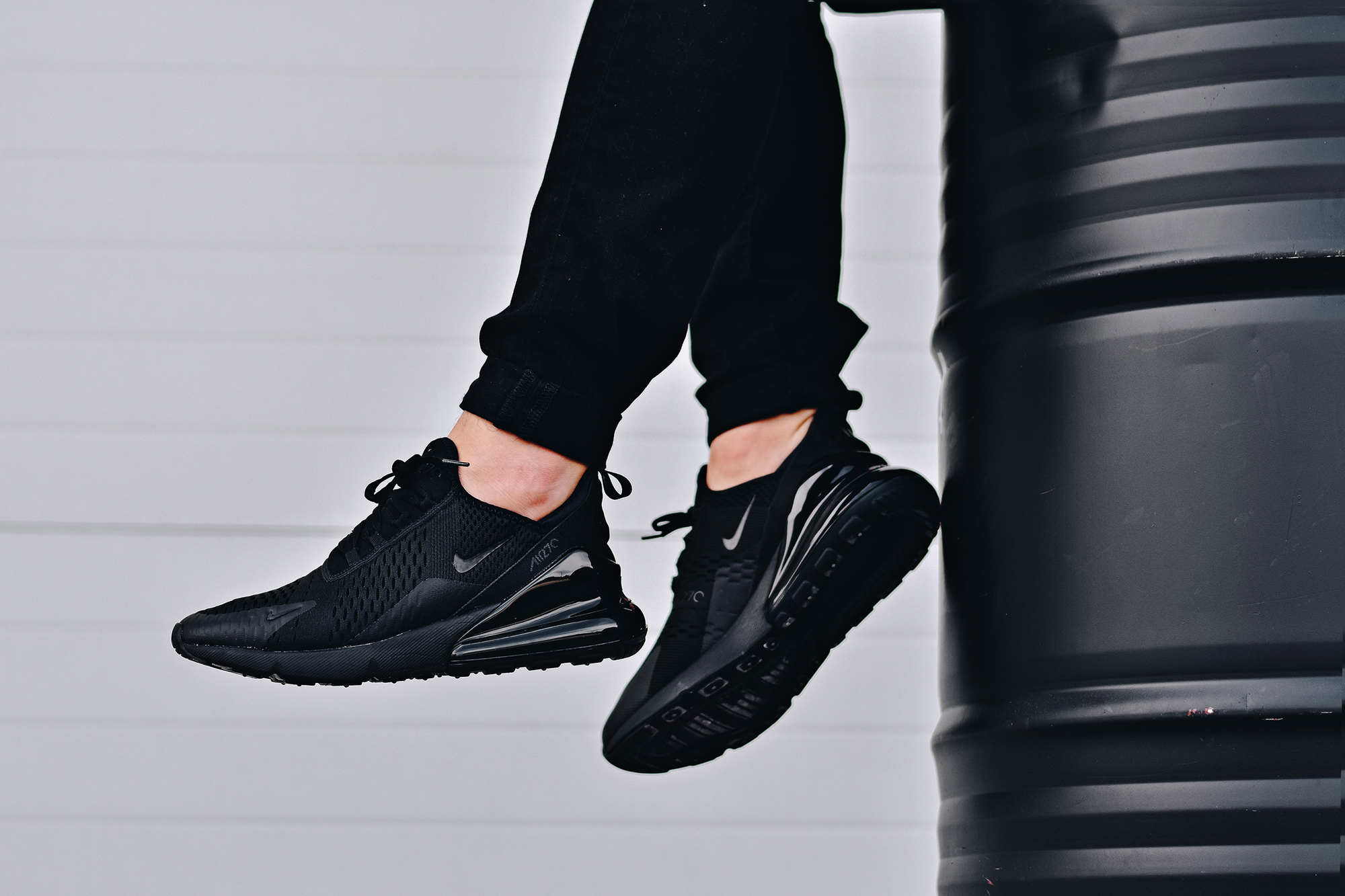Nike air max 270 triple black onfoot