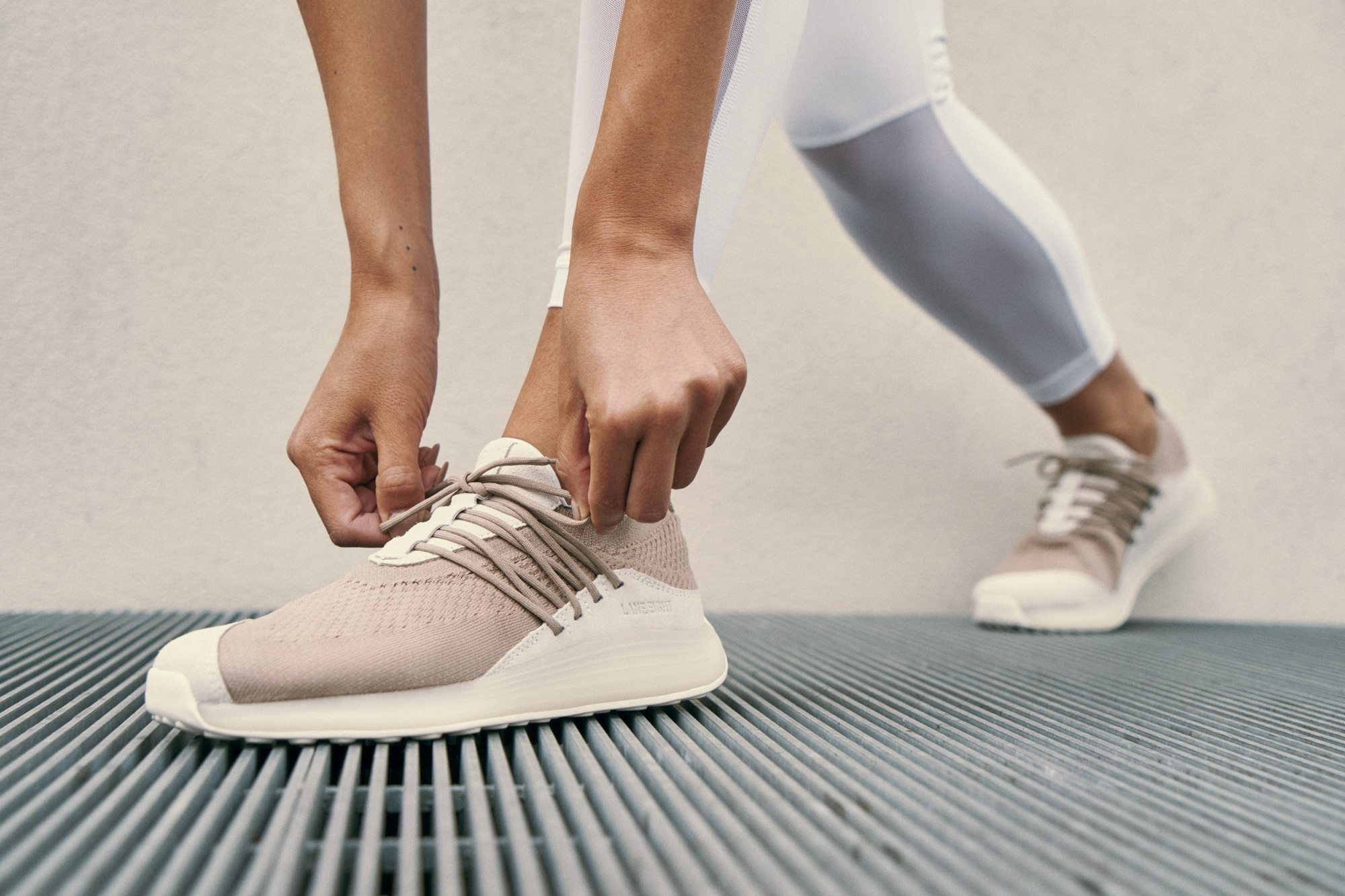 LANE EIGHT Trainer AD 1 on foot