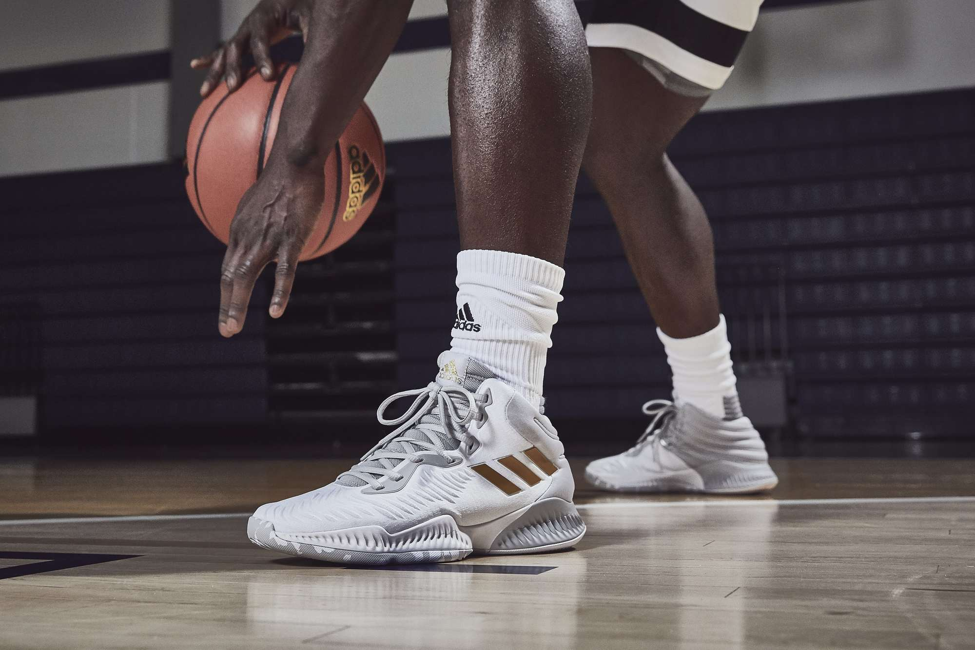 Familiar tablero naranja  adidas Unveils New Basketball Sneakers, the Pro Bounce and Mad Bounce -  WearTesters