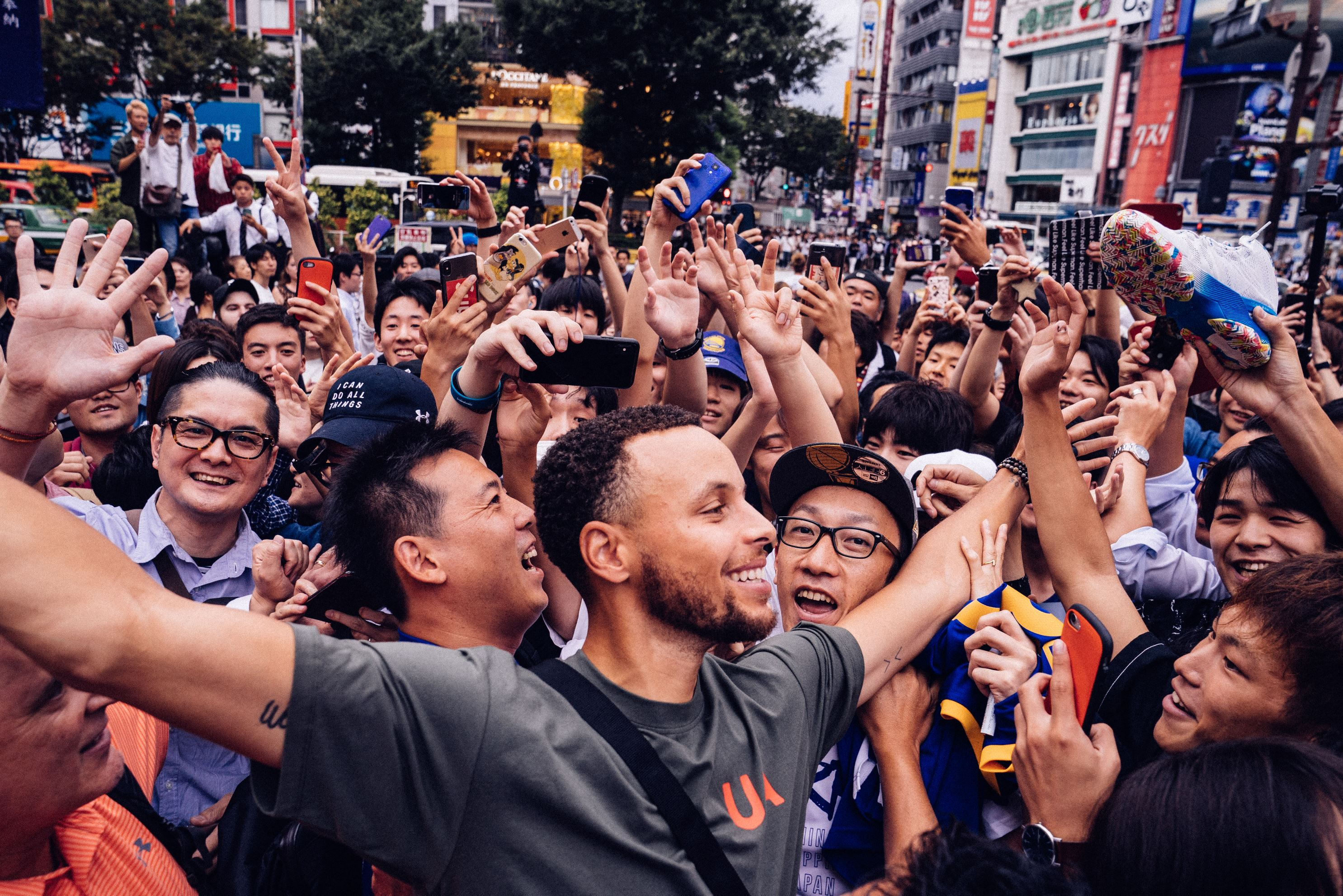 2018 stephen curry asia tour shibuya crossing