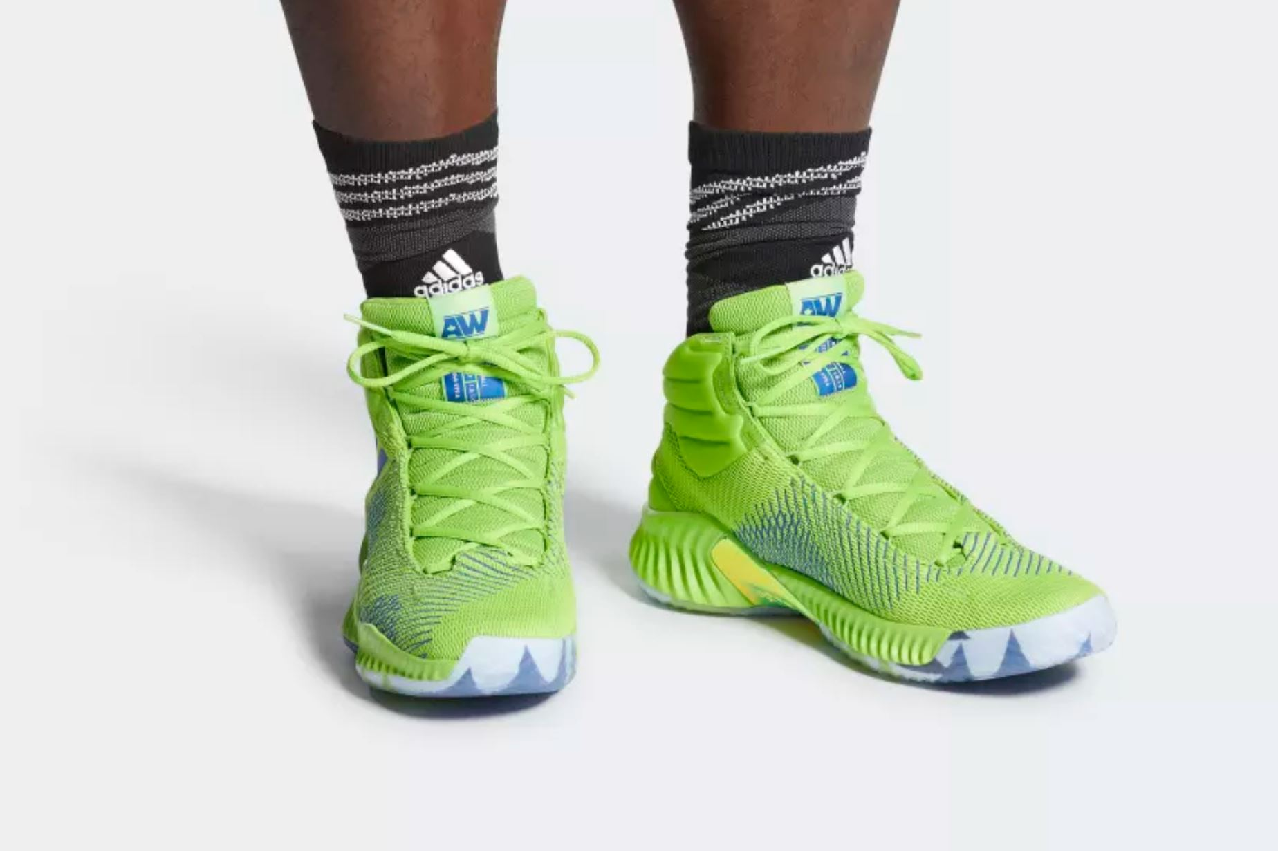 andrew wiggins PE adidas pro bounce on foot