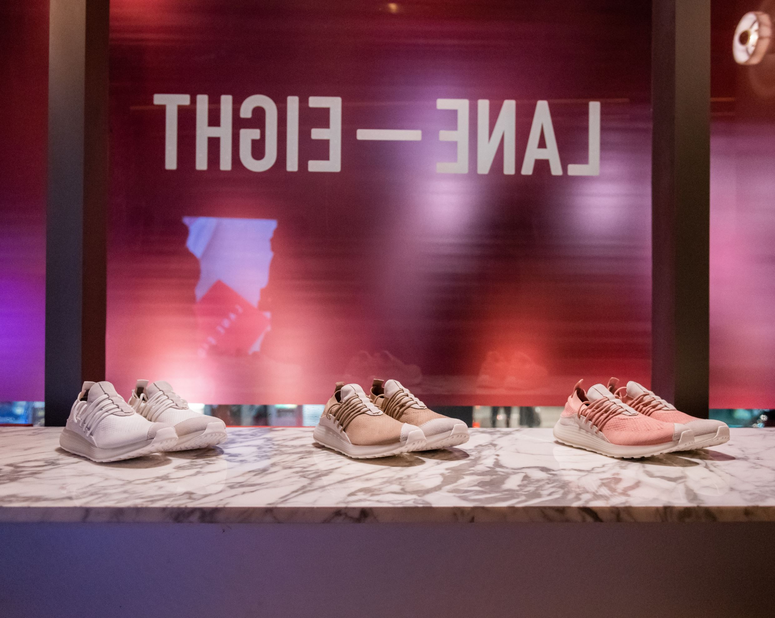lane eight pop up trainer ad 1